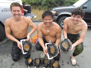 Nick, Matt and Hunter Lum after a successful Abalone dive by Jack Likins (Large)
