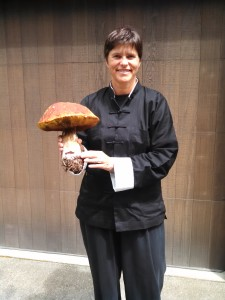 Justine Rosenthal with a huge Boletus edulis by Janine Johnson